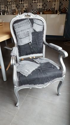 Furniture and object makeover - Trend Reupholster Furniture 2019 Denim Furniture, French Furniture, Recycled Furniture, Cool Furniture, Painted Furniture, Furniture Design, Reupholster Furniture, Upholstered Furniture, Furniture Making