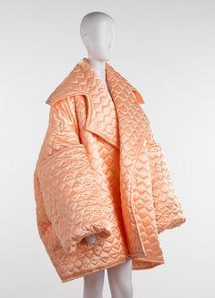 Todd Oldham coat, 1961 – Objects - RISD MUSEUM Couture Fashion, Runway Fashion, High Fashion, Fashion Show, Fashion Outfits, Womens Fashion, Moving Blankets, Blanket Jacket, Fashion Details