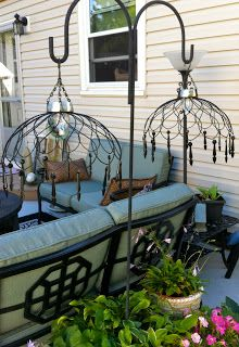 Thrift Store DIY Garden Projects love the lamps, made from wire baskets and solar lights Outdoor Crafts, Outdoor Projects, Outdoor Decor, Outdoor Ideas, Outdoor Seating, Outdoor Solar Lamps, Outdoor Lighting, Lighting Ideas, Solar Patio Lights