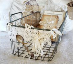 Add lace to a wire baskets for a shabby chic look. Shabby Vintage, Vintage Love, Vintage Decor, Vintage Display, Vintage Metal, Vintage Crafts, Vintage Country, Vintage Stuff, Vintage Books