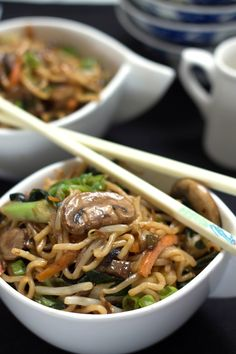 Perfect Chinese Noodles (Lo Mein) Make a better than takeout version of Classic Chinese Lo Mein with authentic ingredients that can be thrown together in no time flat! Healthy Chinese Recipes, Authentic Chinese Recipes, Asian Recipes, Healthy Recipes, Ethnic Recipes, Chinese Noodle Recipes, Oriental Recipes, Oriental Food, Al Dente