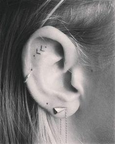 20 Sublimes tatouages à réaliser derrière son oreille
