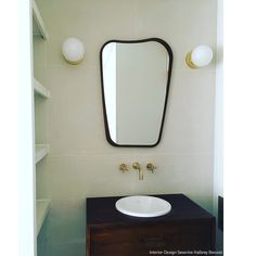 Applique Laiton | Chiara Colombini Luminaire Original, Luminaire Design, Deco Furniture, Round Mirrors, Lighting Design, Sink, Wall Lights, Vanity, Bathroom