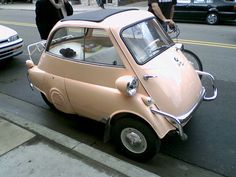 Mini-car: BMW Isetta - love these little cars Bmw Isetta, Bmw E9, Microcar, Lamborghini, Ferrari, Vintage Cars, Antique Cars, T2 Bus, Automobile