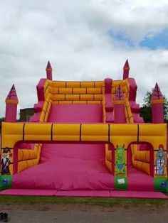 Bounceroos Event Ltd - Bouncy Castles - Bouncy castle hire for all occasions both inside and out all over West Midlands. Best Trampoline, Backyard Trampoline, Disco Dome, Water Park Rides, Estilo Popular, Bouncy Castle Hire, Castle Party, Bouncy House, Playrooms