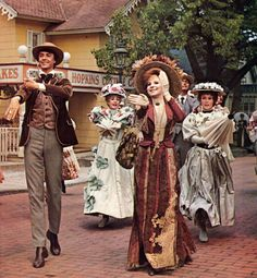 Let's be puttin' on our Sunday clothes cause I'se feelin' down an' out 'Hello Dolly'
