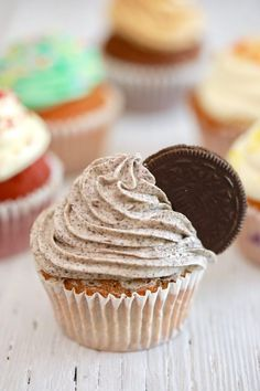 Crazy Cupcakes!!! See how this one magic batter makes all these different cupcakes