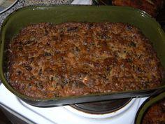 Houby namočíme do vody (přes noc, nebo aspoň 2 hodiny před vařením) a v téže vodě je uvaříme do měkka.Uvařené houby umeleme na masovém strojku... Steak, Stuffed Mushrooms, Pork, Beef, Recipes, Cuba, Pork Roulade, Meat, Pigs