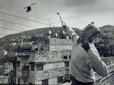 A boy with a slingshot against an attack helicopter - by Javier Bauluz Ontario, Attack Helicopter, War Photography, Kingdom Of Heaven, Photojournalism, Historical Photos, Ecology, Modern Architecture, Paris Skyline