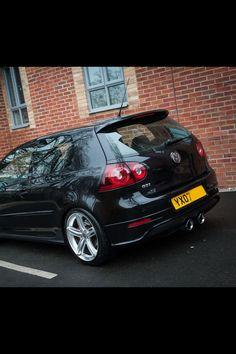Upgrade Rears VW golf upgrade in black Volkswagen R32, Golf Gti R32, Jetta Mk5, Vw Cars, Dream Cars, Super Cars, Putting Tips, Golf Putting, Black