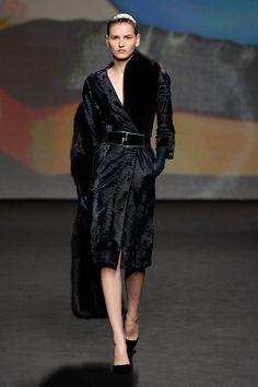 Silhouette Nr. 1 / Herbst-Winter 2013 / Kollektion / Haute Couture / DIE DAMEN / Mode & Accessoires / DIOR official website