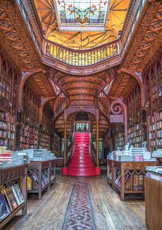 Here's a list of 5 reasons why you have to visit Northern Portugal! Namely Porto and the Douro Valley. Beautiful Library, Dream Library, Curved Staircase, Staircase Design, World's Most Beautiful, Beautiful Homes, Livraria Lello Porto, Amazing Architecture, Architecture Design