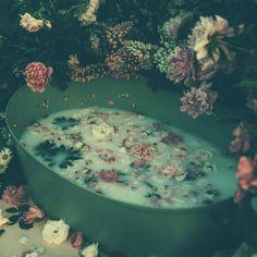 @anankecosmetics posted to Instagram: Beneficios del baño:1 Activa la circulación sanguínea. 2 Es una eficaz terapia relajante unida a los aceites esenciales. 3 #\\\\\# #\# #\\\\\\\# #\\# #\\\#ñ#\#  4 Regula la presión arterial.  5. Para una piel más saludable.Nuestros elixires crean un pot Dead Sea Salt, Epsom Salt, Sore Muscles, Rose Petals, Muscle Soreness, Oatmeal, Essential Oils, Smooth, Bath Water