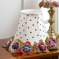 Like a single blossom freshly picked and placed in a bud vase, sometimes it's the little details that set the scene. Our Cutting Garden Small Shade does just that. Festooned with sweet, simple polka dots and a bold, ring-around-the-rosie floral band, it's a sweet way to add a small touch of our signature whimsy to your home.