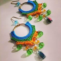 Insensata! Crochet Jewelry Patterns, Crochet Earrings Pattern, Bead Crochet, Crochet Accessories, Crochet Necklace, Thread Jewellery, Wire Jewelry, Boho Jewelry, Crochet Fashion