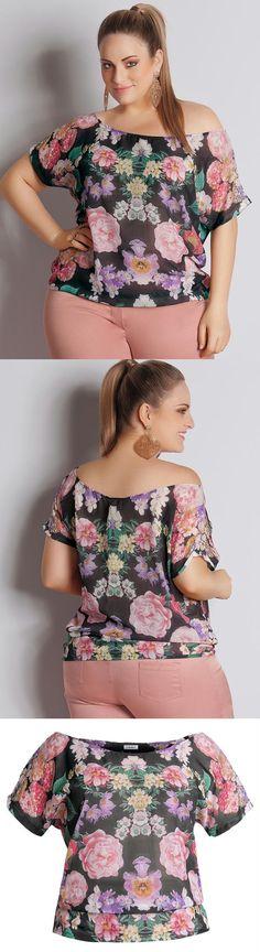 Blusa floral chiffon Plus Size Quintess, confeccionada em chiffon. Modelo manga curta. Leve transparência.