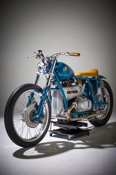 Out Of The Blue: This BMW bucks the trend - Motorrad Bike Bmw, Bobber Motorcycle, Cool Motorcycles, Motorcycle Design, Bike Design, Vintage Motorcycles, Bobber Chopper, Bmw Cafe Racer, Style Cafe Racer