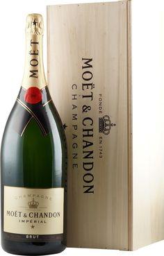 Moet Chandon 6 Liter in der Holzkiste - Champagner Großflaschen hier Moet Chandon, Beverages, Drinks, Bottle Labels, Label Design, Harvest, Bottles, Toast, Relax