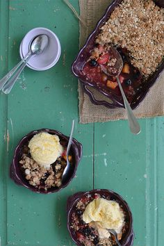 Summer berry and peach Crumble