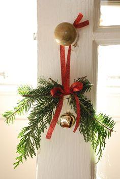 DIY Decor: Christmas Doorknob Hangers