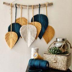 Macrame Wall Hanging Patterns, Macrame Art, Macrame Design, Macrame Projects, Macrame Patterns, Macrame Knots, Diy Home Crafts, Decor Crafts, Art Macramé