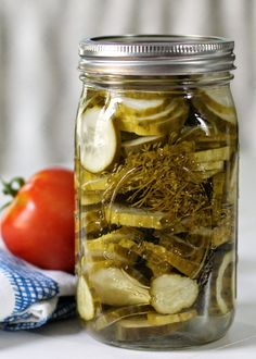 Blue Ribbon Amish Dill Pickles - this is the best recipe and your family and friends will rave. Would make great gifts! Chutney, Canning Pickles, Pickles Recipe, Homemade Dill Pickles, Sweet Dill Pickles, Best Pickles, Canned Food Storage, Home Canning, Amish Recipes