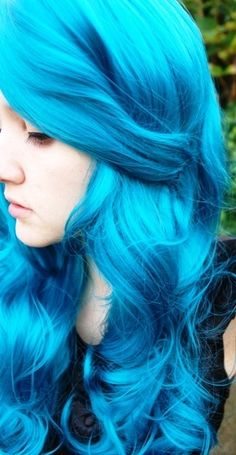 turquoise hair -- saw a girl with hair like this at school, in love! Wish I was confident enough to do it, I'll stick with my peek-a-boo blue