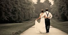 photo de mariage originale: promenade romantique