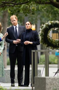 Meghan Markle, Markle Prince Harry, In Sync, Prince Harry And Meghan, Duke And Duchess, Twitter, Style Icons, Royalty, Table Decorations