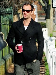 Jude Law. #cafe #fama #casual