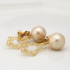 MiyabiGrace: Classy Art Deco Style Cotton Pearl Clip on Earrings, Light Beige コットンパールイヤリング #CottonPearls #CottonPearlEarrings #CottonPearlClipOnEarrings #ClipOnEarrings #PearlClipOnearrings #ArtDecoClipOnearrings #LargePearlClipOnEarrings #GoldMotifClipOnEarrings #PearlJewelry #Jewelry #accessory #コットンパールイヤリング