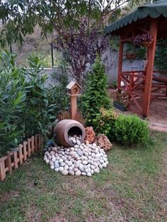 28 stunning spring garden ideas for front yard and backyard landscaping 00023 Small Front Yard Landscaping, Succulent Landscaping, Backyard Landscaping, Landscaping Ideas, Corner Landscaping, Backyard Drainage, Garden Yard Ideas, Backyard Garden Design, Garden Projects