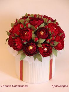 Bouquet Wrap, Paper Bouquet, Hand Bouquet, Flower Crafts, Diy Flowers, Beautiful Rose Flowers, Diwali Craft, Chocolate Bouquet, Crepe Paper Flowers