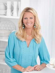 Known for her Semi-Homemade Cooking, Sandra Lee helps cooks save money on Restaurant Remakes and Money-Saving Meals. Get her recipes on Food Network. Food Network Star, Food Network Recipes, Sandra Lee Recipes, Tv Chefs, Chef Recipes, Fast Recipes, Semi Homemade, Best Chef, Easy Cookie Recipes