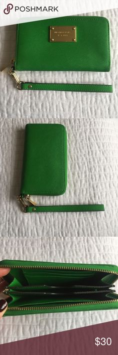 Michael Kors - Authentic Wristlet / Wallet Gorgeous Kelly Green Michael Kors - Authentic Wristlet / Wallet. Perfect to throw in your bag and use as a wallet, or put your phone and key in it and use as a wristlet. Michael Kors Bags Wallets