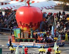 parade floats | News pays tribute to the Big Apple with an enormous city-themed float ...