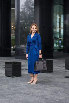 SHENTONISTA: The Long Mile. Vanessa, Banking. Dress from Diane von Furstenberg, Shoes from Kurt Geiger, Bag from Saint Laurent. #shentonista #theuniform #singapore #fashion #streetystyle #style #ootd #sgootd #ootdsg #wiwt #popular #people #male #female #womenswear #menswear #sgstyle #cbd #DianevonFurstenberg #KurtGeiger #SaintLaurent