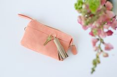 Tassels are so chic and making a major comeback. Diy Leather Tassel, Leather Tassel Keychain, Leather Scraps, Personalized Birthday Gifts, Darby Smart, Wardrobe Closet, Capsule Wardrobe, Leather Design, Minimal Fashion