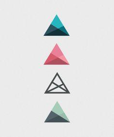 Le même triangle qui revient quatre fois sous différentes couleurs