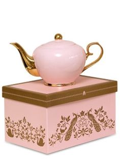 Gorgeous teapot. I want the entire collection!!