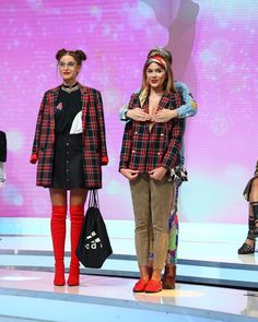 "2,775 aprecieri, 24 comentarii - Bravo, ai stil! (@bravoaistil) pe Instagram: ""Iulia Albu n-a mai rezistat si s-a dus la Emiliana si i-a desfacut sacoul. Reactia Ralucai…"" Mai, Punk, Instagram, Style, Fashion, Swag, Moda, Stylus, Fasion"