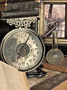 ♥ Jeff loves to collect vintage scales.we have lots of them! Vintage Love, Vintage Decor, Vintage Antiques, Shabby Vintage, Old Kitchen, Vintage Kitchen, Old Scales, Vibeke Design, Weight Scale