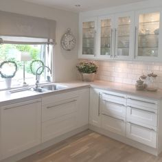 🏠 30 examples of cheap kitchen decorating ideas, make sure before you remodel 16 New Kitchen, Kitchen Decor, Kitchen White, Cheap Kitchen, Kitchen Layout, Küchen Design, House Design, Sweet Home, Cuisines Design