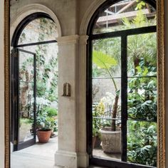 The Georgian Revival villa that interior designer Rose Uniacke and her husband, film producer David Heyman, bought in 2007 had seen better days. Inside Garden, Home And Garden, Georgian Doors, Georgian House, Rose Uniacke, Patio Interior, Interior Design, Fire Doors, Facade House