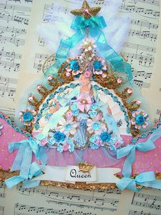 Marie crown from Itl blonde's photostream. The colors of this crown are stunning. Lovely creation.