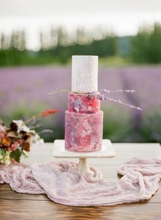 Pink marble wedding cake | Photography: The Ganeys - http://theganeys.com/
