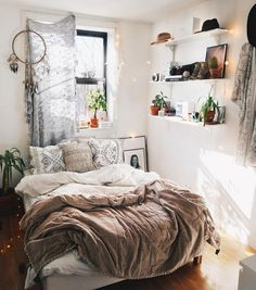Lovely Bohemian Bedroom Ideas for Small Rooms You Need to Realize. Diy Bedroom Ideas For Small Rooms Small Bedroom Designs, Small Room Bedroom, Cozy Bedroom, Modern Bedroom, Bed Room, Master Bedroom, Romantic Bedrooms, Bedroom Girls, Simple Bedroom Small