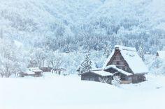 20-superbes-petites-maisons-dans-la-neige-en-hiver-14