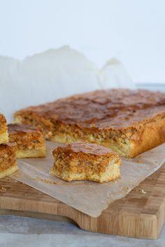 Mormors makronkage Julie Bruun is part of Bread cake - Danish Dessert, Danish Food, Twix Cake, Baking Recipes, Cake Recipes, Denmark Food, Norwegian Food, Baking With Kids, Bread Cake