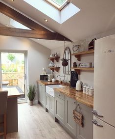 Farm style kitchen - Image may contain indoor Regina Roman – Farm style kitchen Kitchen Interior, Home Decor Kitchen, Farm Style Kitchen, French Country Kitchen, Kitchen Remodel, Small Space Kitchen, Home Kitchens, Kitchen Design, French Country Kitchens